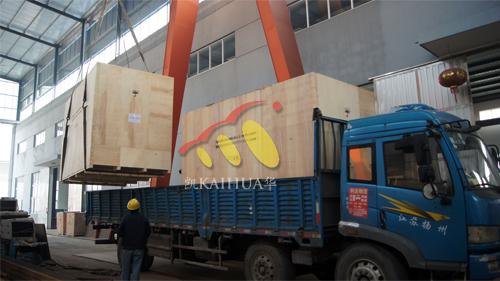 出口非洲2台400KW康明斯防雨罩型柴油发电机组进行装车发货