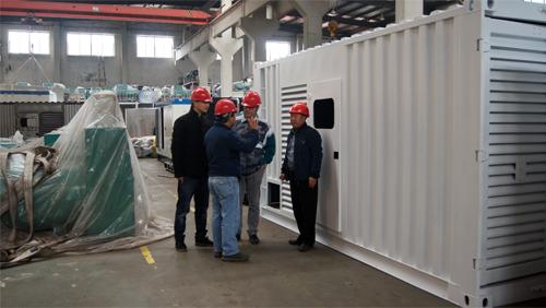 新几内亚客户来厂验收800KW重庆康明斯柴油发电机组