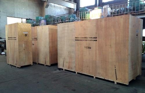 2台440KW康明斯柴油发电机组木箱包装